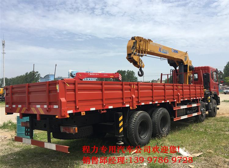 东风御龙前四后八16吨随车起重运输车