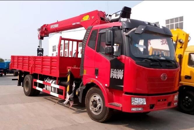 J6单桥8吨随车起重运输车