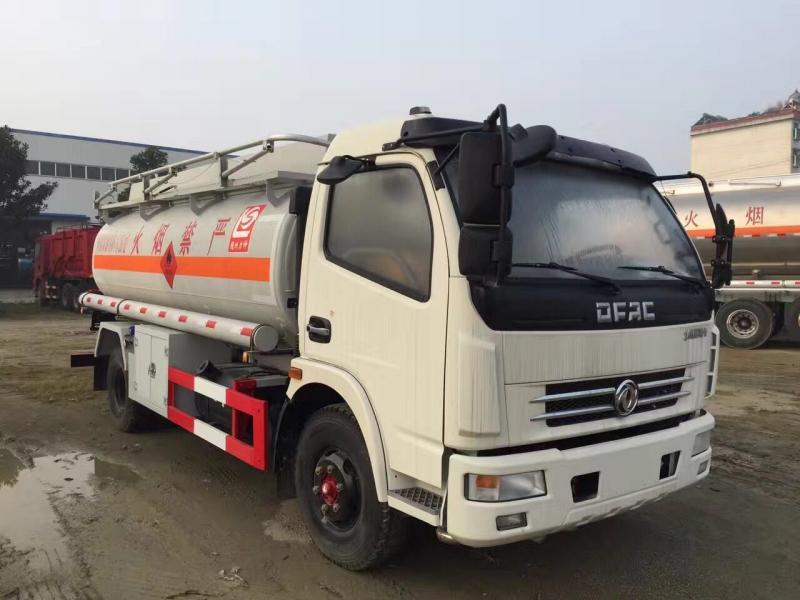 多利卡柴油加油车9方拉油车厂家报价价格低