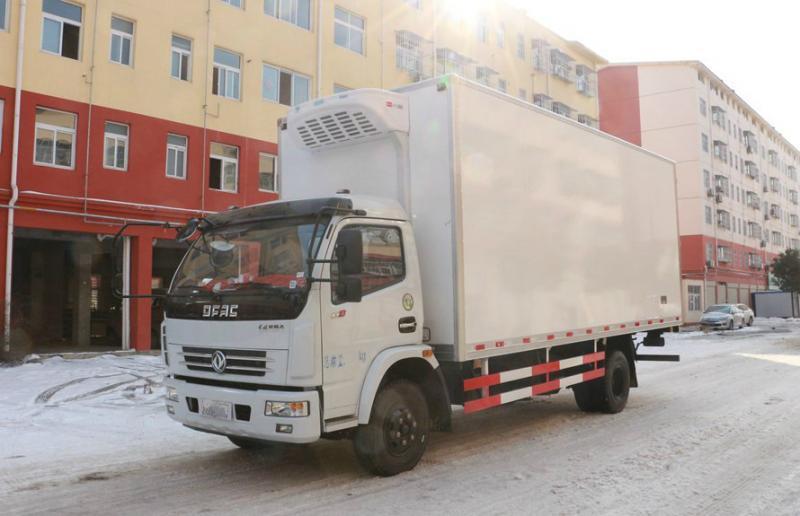东风多利卡5.1/6.4米冷藏车