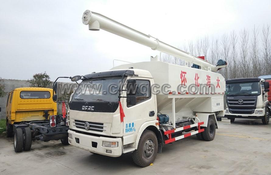 東風多利卡6噸飼料運輸車