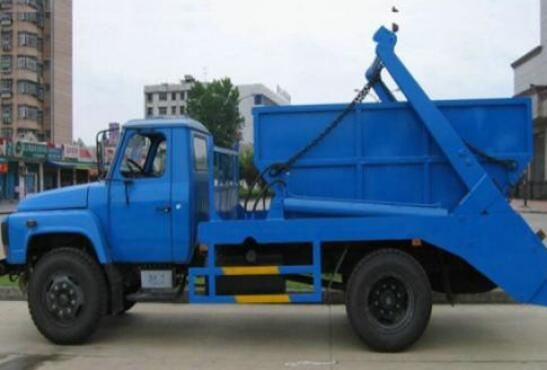 钩臂式垃圾车的运用