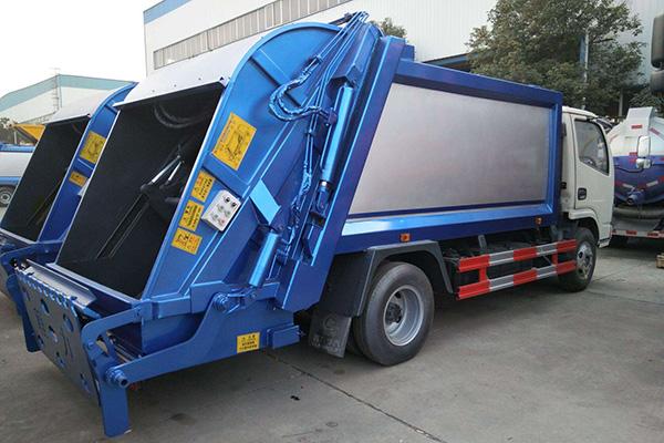 拉臂式垃圾车一辆车就可以维持数个垃圾收集站的运转