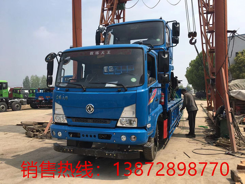 沧州驾驶员培训学校购买的东风教练车
