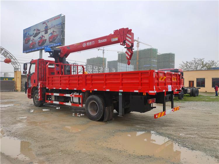 解放J6单排单桥程力8吨四节臂随车吊图片