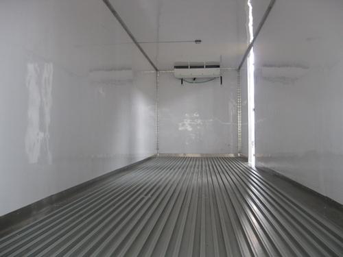 解放J6小三轴冷藏车(国六底盘)