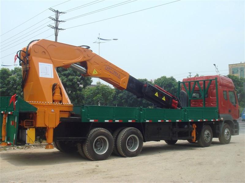 重汽豪沃90吨随车吊车
