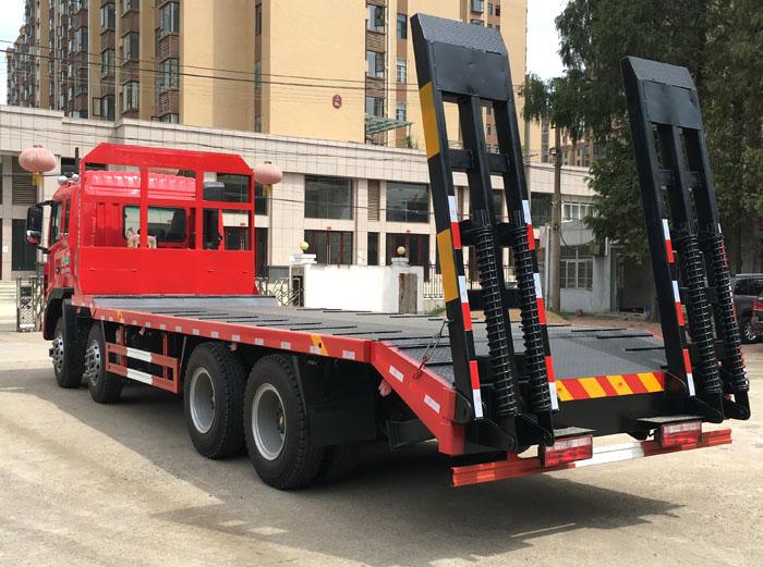 江淮前四后八适合运载30-48吨挖机