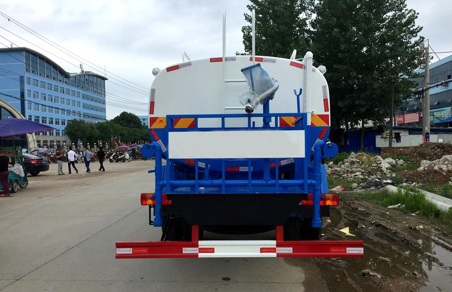 解放12吨洒水车