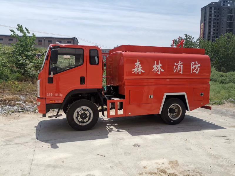 六驱越野森林消防车