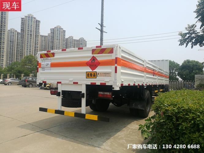 东风9米6气瓶运输车3.jpg