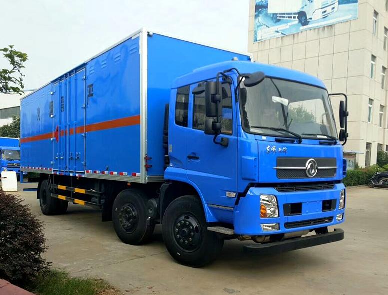 东风天锦8米6易燃气体厢式运输车