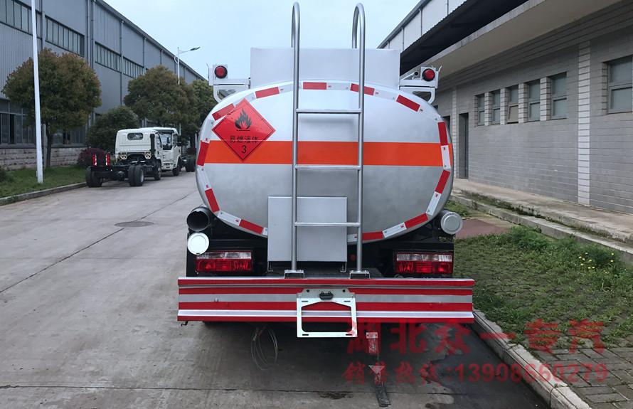 东风5吨油罐车