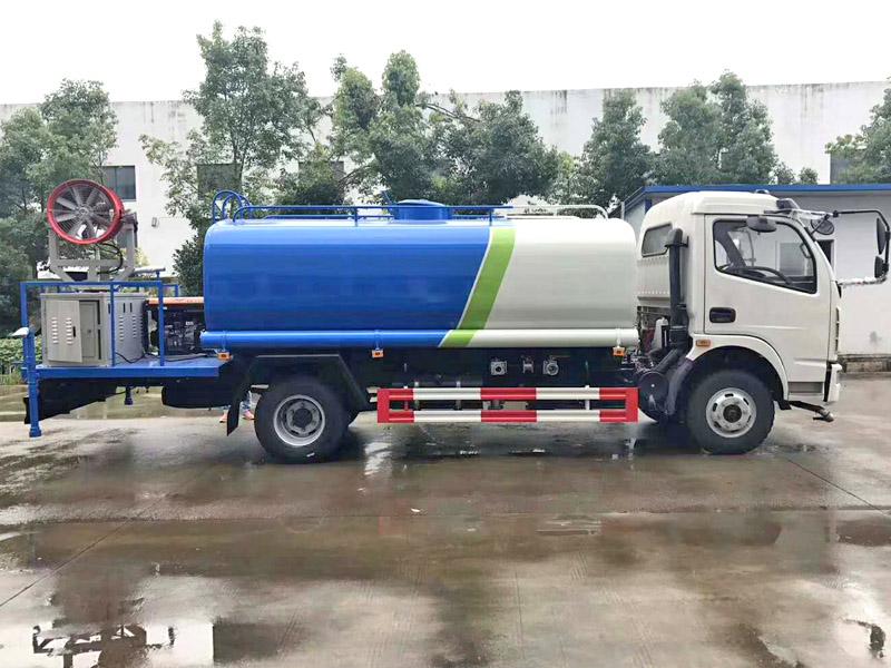 东风大福瑞卡8吨洒水车