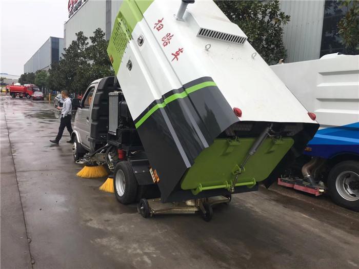 国六长安小型扫路车