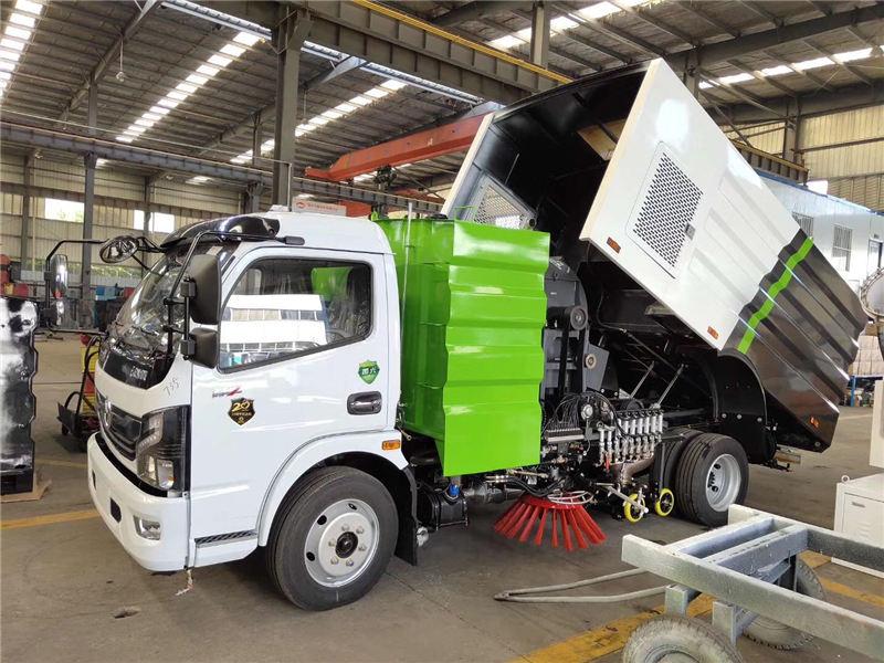 国六8吨xi扫车