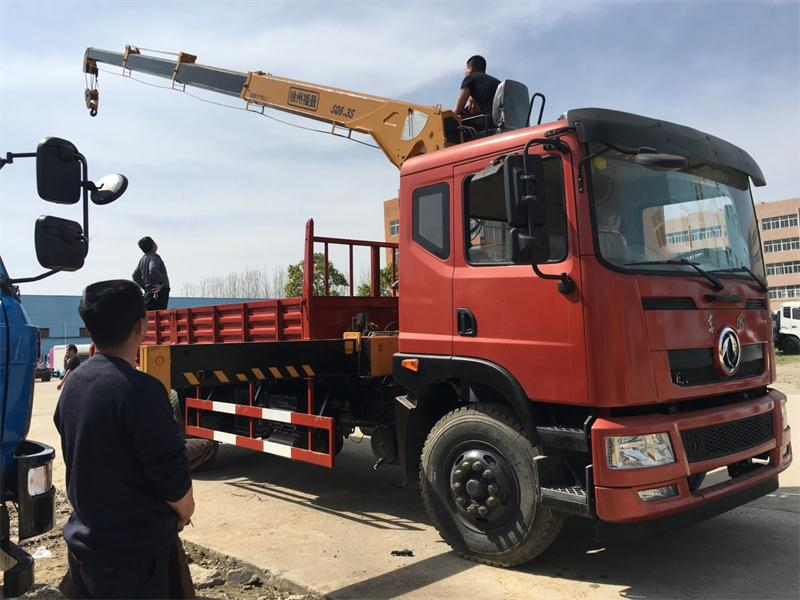 東風T702新款6.3噸隨車吊