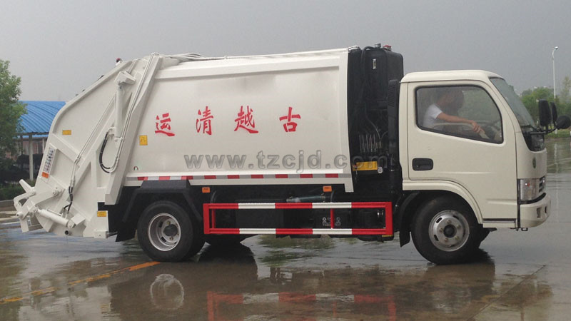 东风6方小多利卡压缩式垃圾车