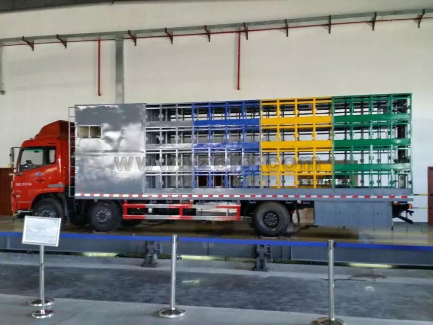 东风天锦小三轴养蜂车(120箱)