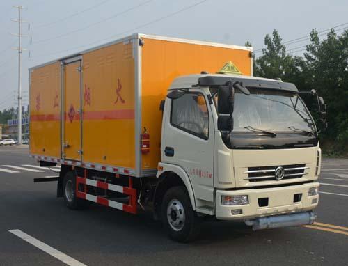 东风大多利卡7吨爆破器材运输车