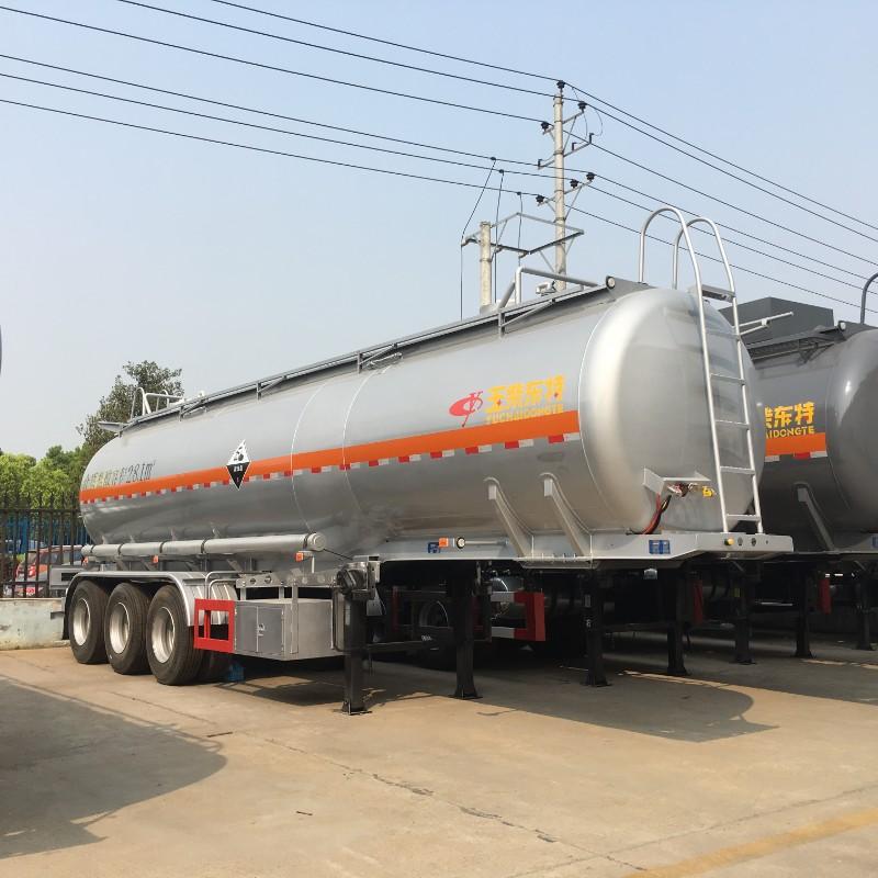 8类腐蚀性危险品如盐酸、硫酸、氨水、液碱等用什么材质的槽罐车运输?