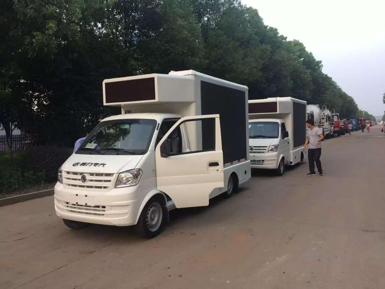 舞台车厂家—东风小型LED广告车发车