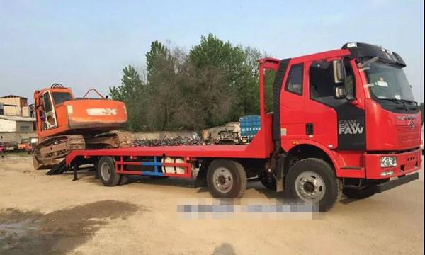 解放小三轴平板运输车|大型挖机运输车